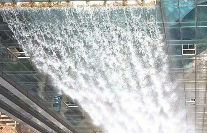 China Builds World's Biggest Man Made Waterfall