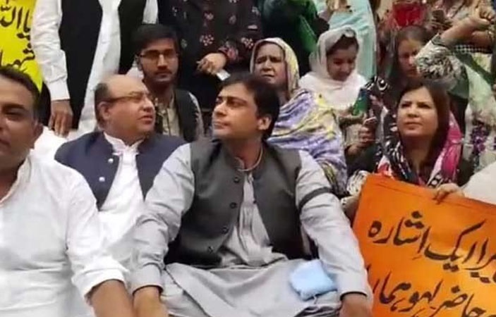 PML-N Members Protest Outside Punjab Assembly