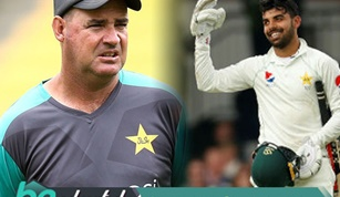 Shadab Khan Wins a Bet from Mickey Arthur